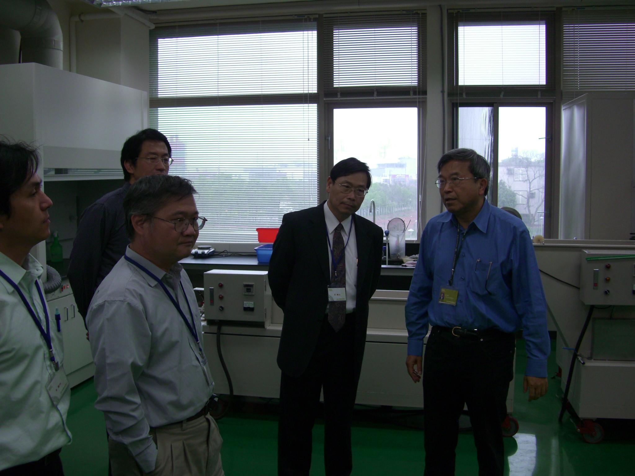 元智大學校長一行18人參訪中原大學薄膜中心