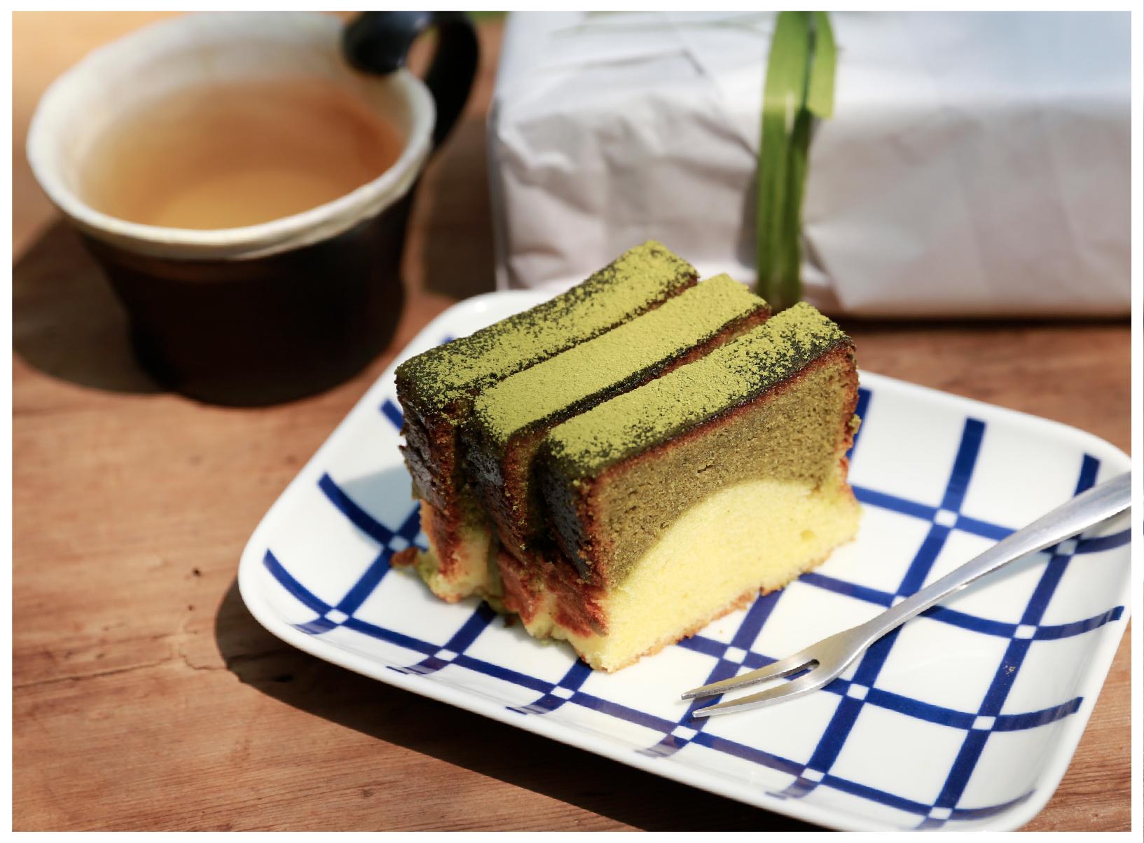 三峽碧螺春磅蛋糕 三峽碧螺春茶粉像是日本的宇治抹茶那樣有著屬於自己的獨特香氣,而且沒有任何添加物,成為來甘樂食堂裡的人氣手工蛋糕,配上一杯碧螺春綠茶,給您最具代表三峽的午茶體驗!   甘樂食堂下午茶   古厝裡的美味時光