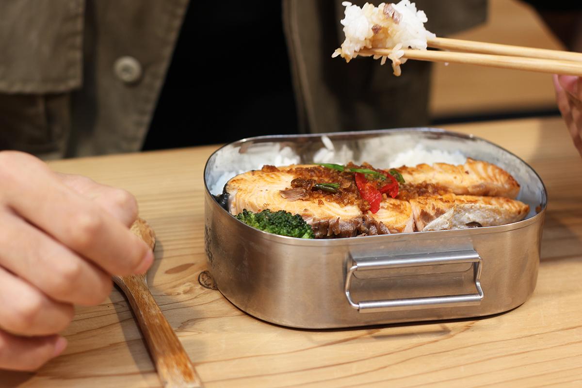 步驟八:把所有料理鋪在飯上,一道健康又美味營養的便當就完成了喔,快點一起來做做看吧! | 禾乃川國產豆製所 | 改變生命的豆漿店