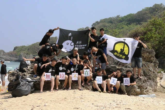 通稿照片05_中原學生起發起「無垃不在拉美島」青年環保淨攤活動.JPG
