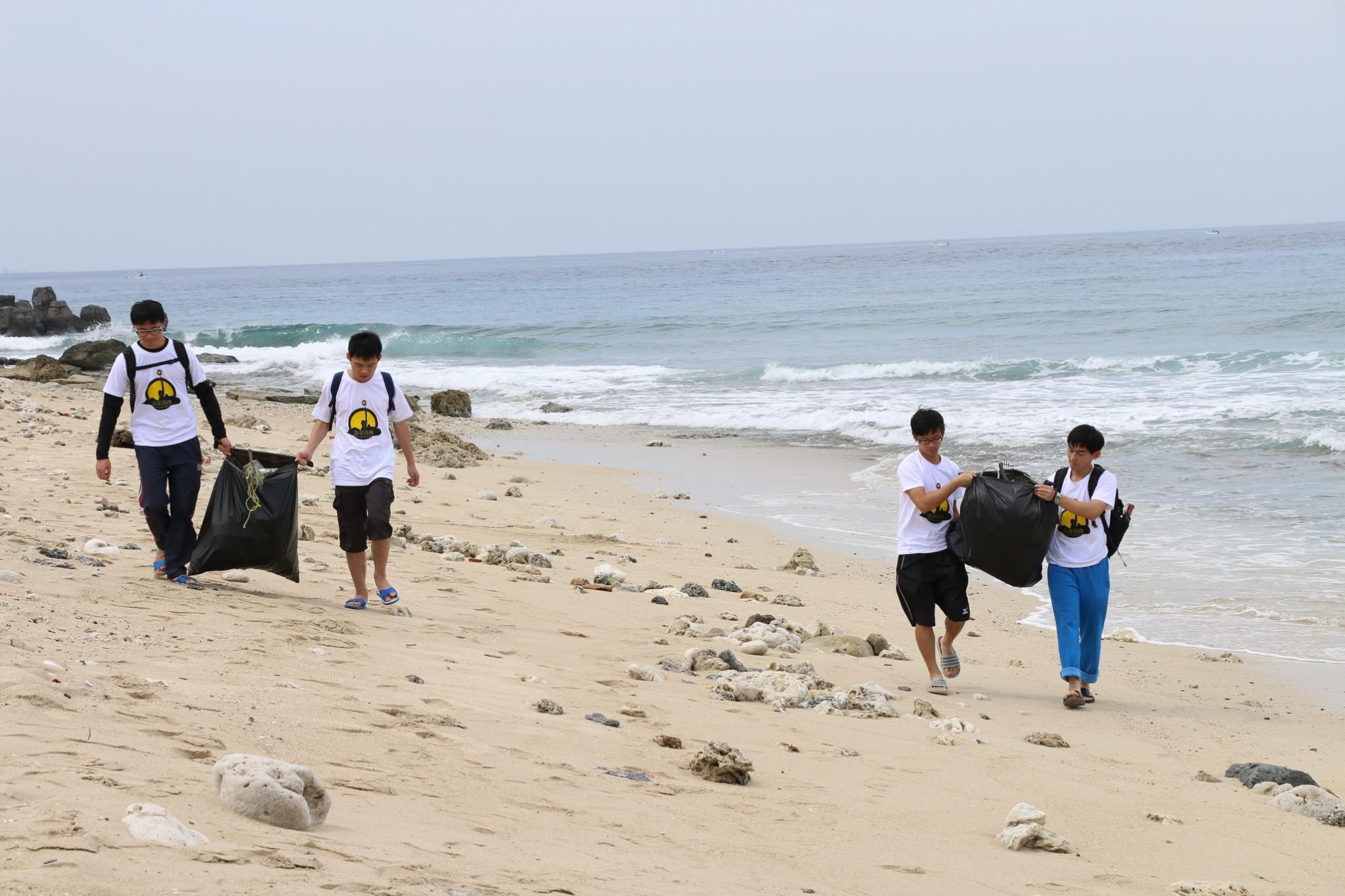 通稿照片04_中原大學長期推廣環境服務課程,透過學生將精神帶到小琉球熱門觀光地區.JPG