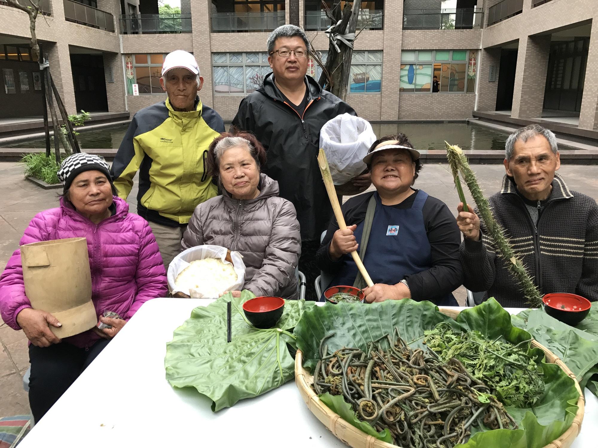 通稿照片-煮藝示範教學的部落三姊妹耆老(前排左起).JPG