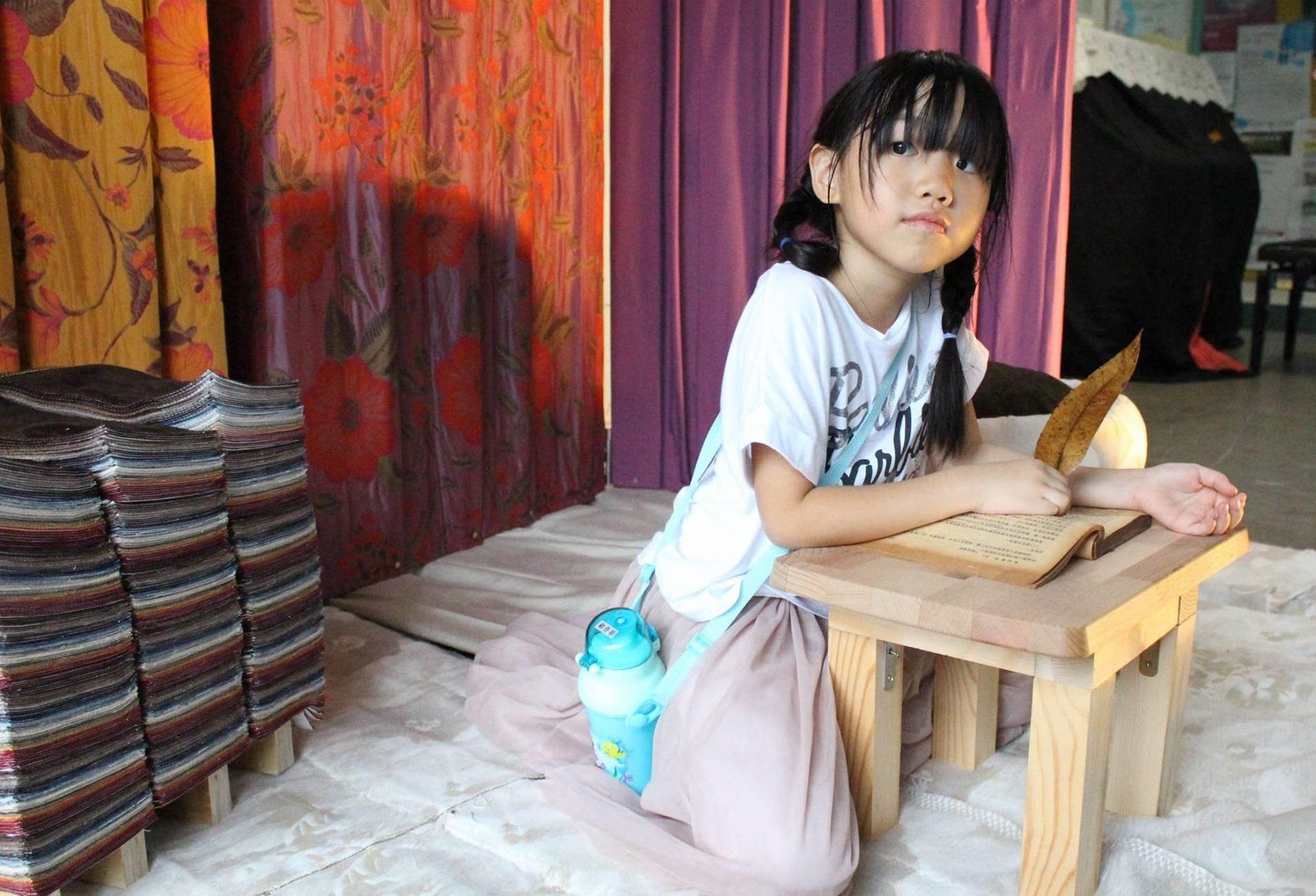 通稿照片4-中原室設與安德利集團合作,學生利用布料淘汰品展現的設計創作,搖身一變成為小朋友遊戲探索的幸福角落!.jpg