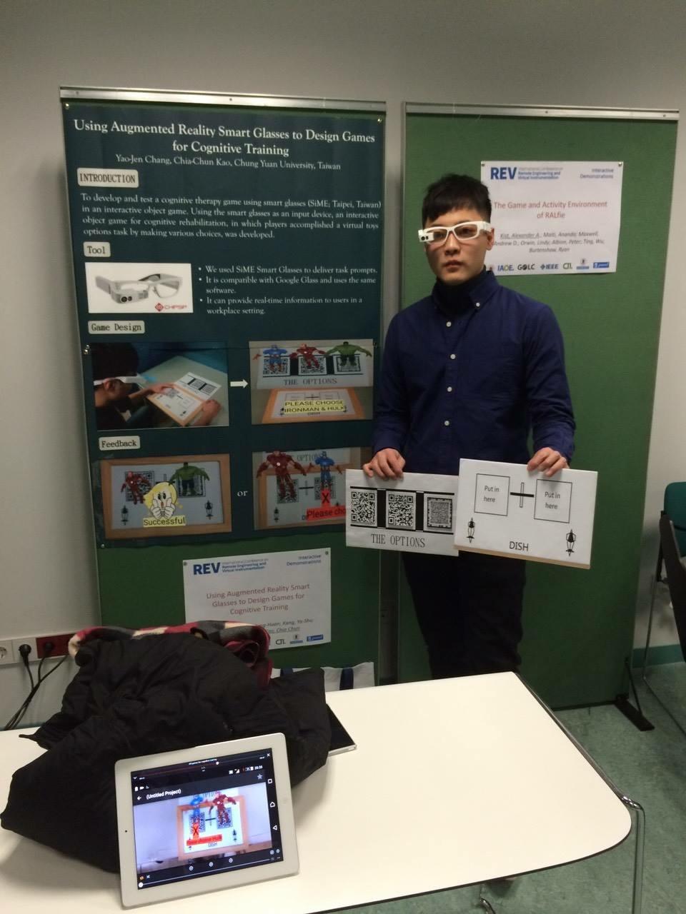 通稿照片-電子系研究生高嘉駿展示可幫助身心障礙者認知的智慧眼鏡科技.JPG