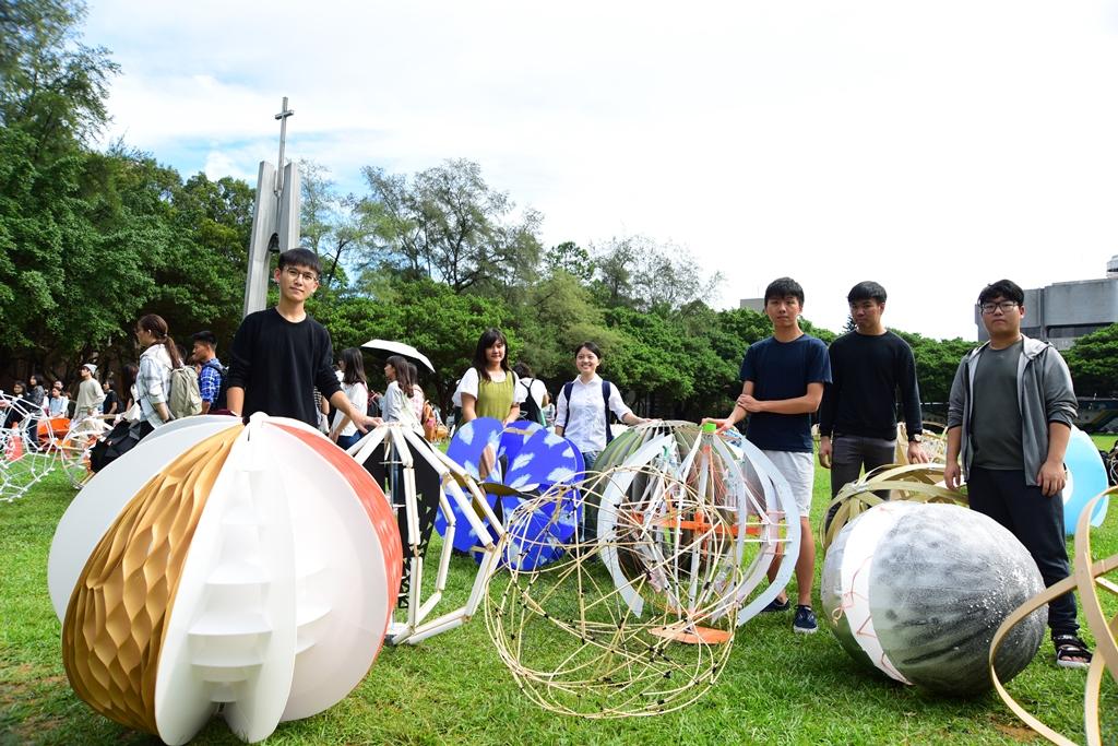 通稿照片-大一學生創意五花八門顛覆一般人對「球體」的概念.JPG