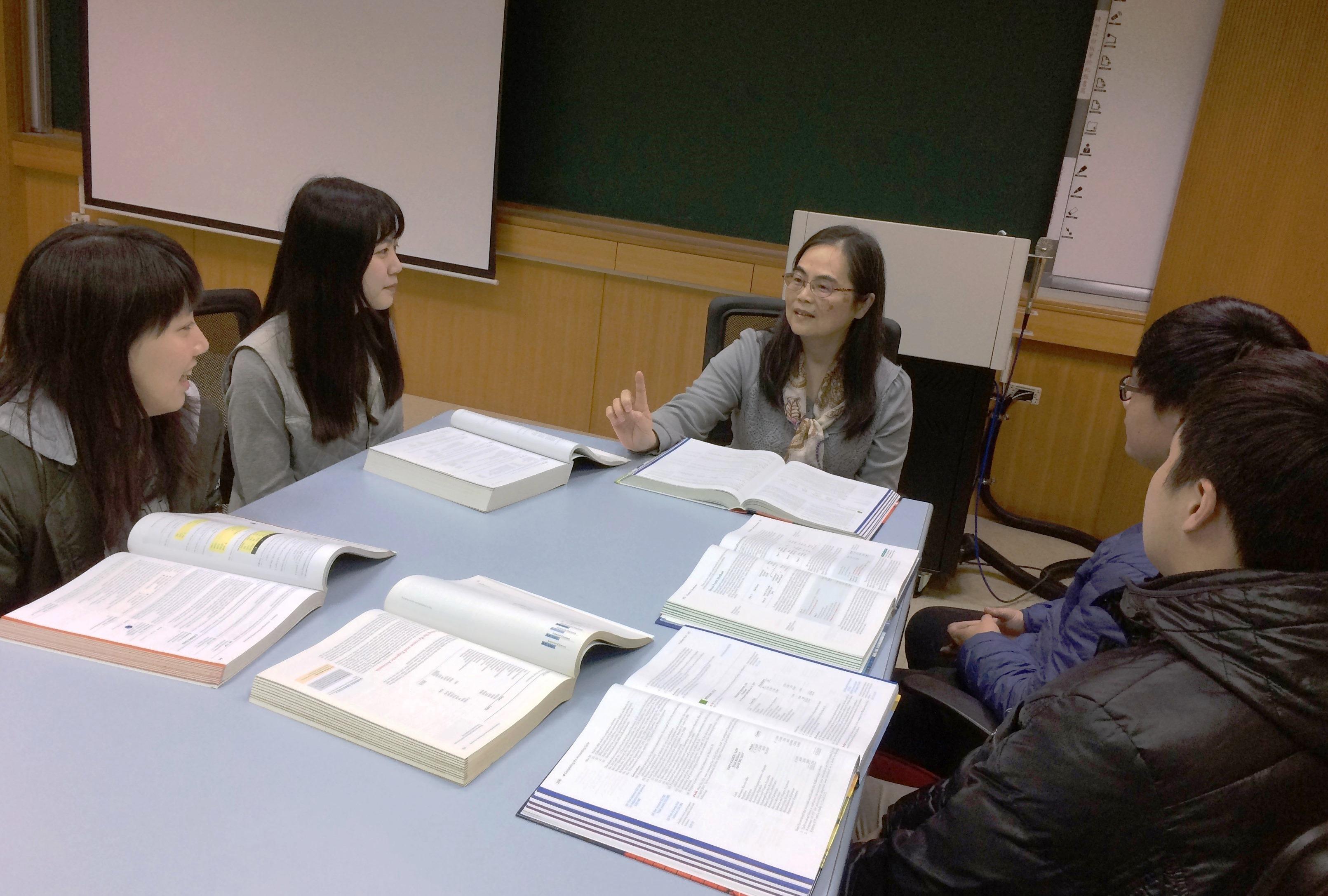 通稿照片4-中原大學透過多元化的教育與業界實務資源,為學生提升職場優勢。.JPG