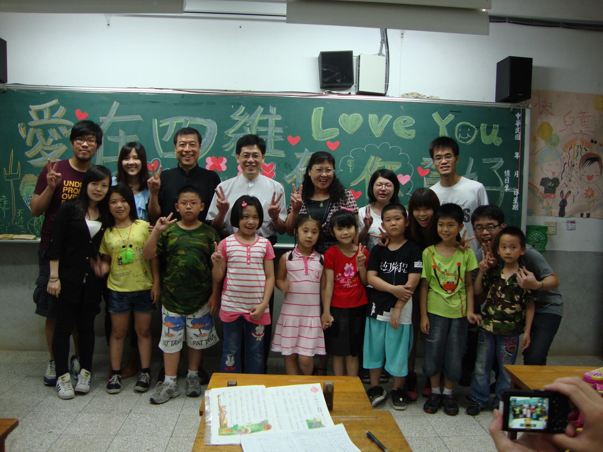 20110603移民署謝立功署長來到四維國小.JPG