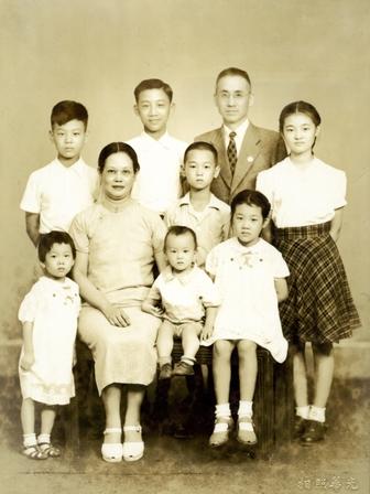 張靜愚先生全家福-攝於民國36年抗戰勝利後.jpg