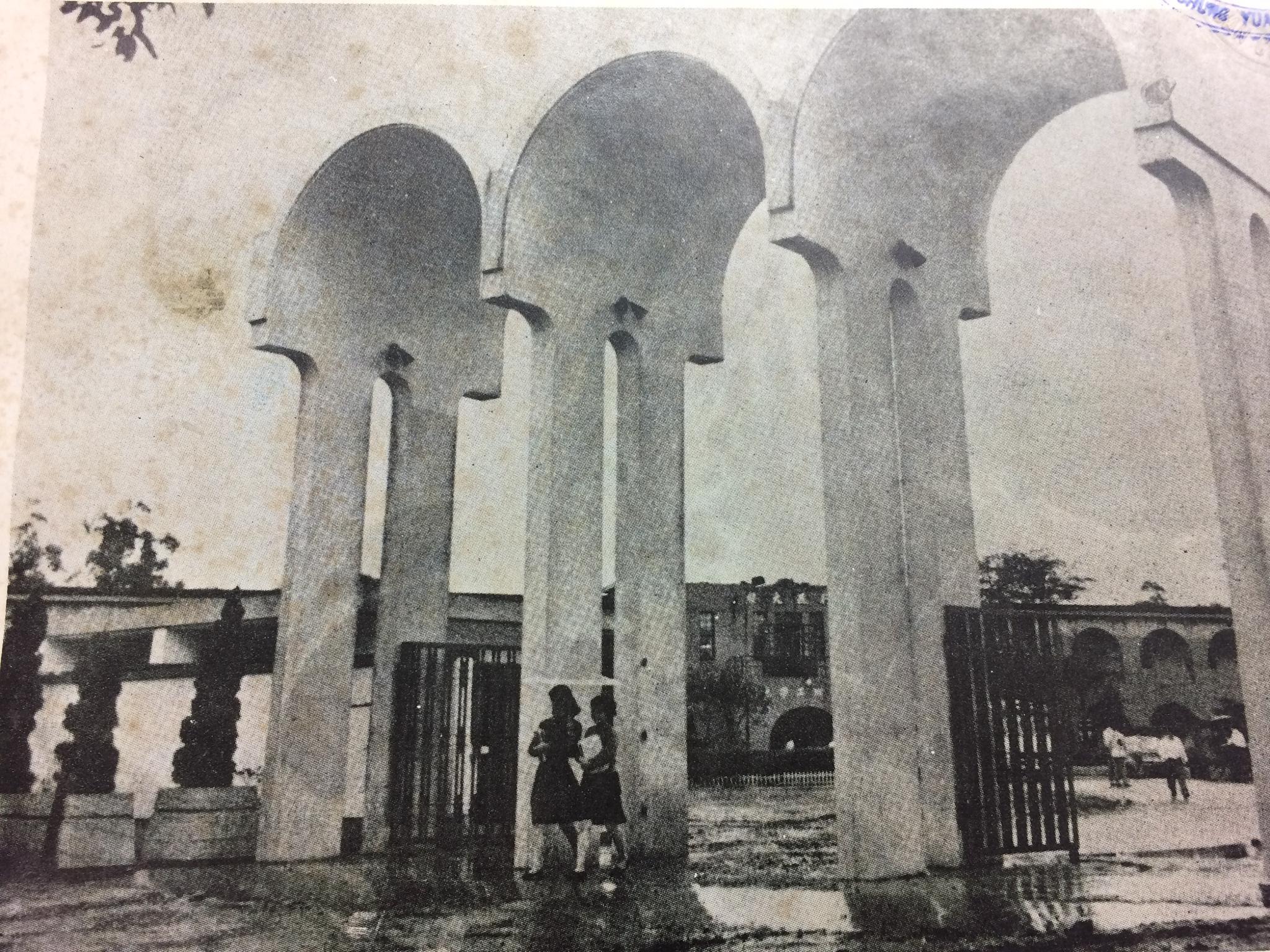 1967三拱校門-M字門--.jpg