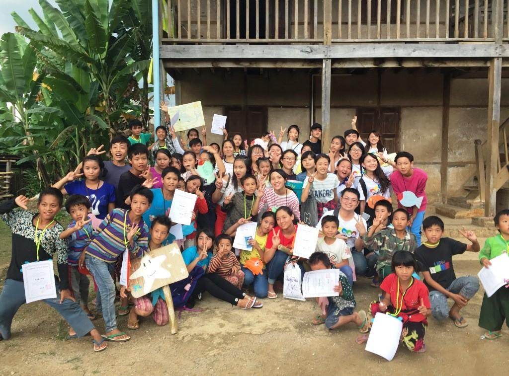 通稿照片05-中原大學緬甸服務隊、緬甸黑猛龍中學生及傈僳族孤兒院院童於孤兒院前合影.jpg