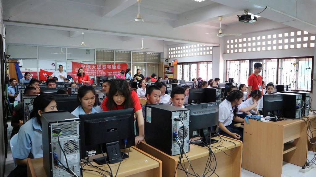 通稿照片06-中原大學「泰空曼遊」國際志工至泰國坤敬府教導當地學生最新的資訊科技至今已邁入第六年.jpg