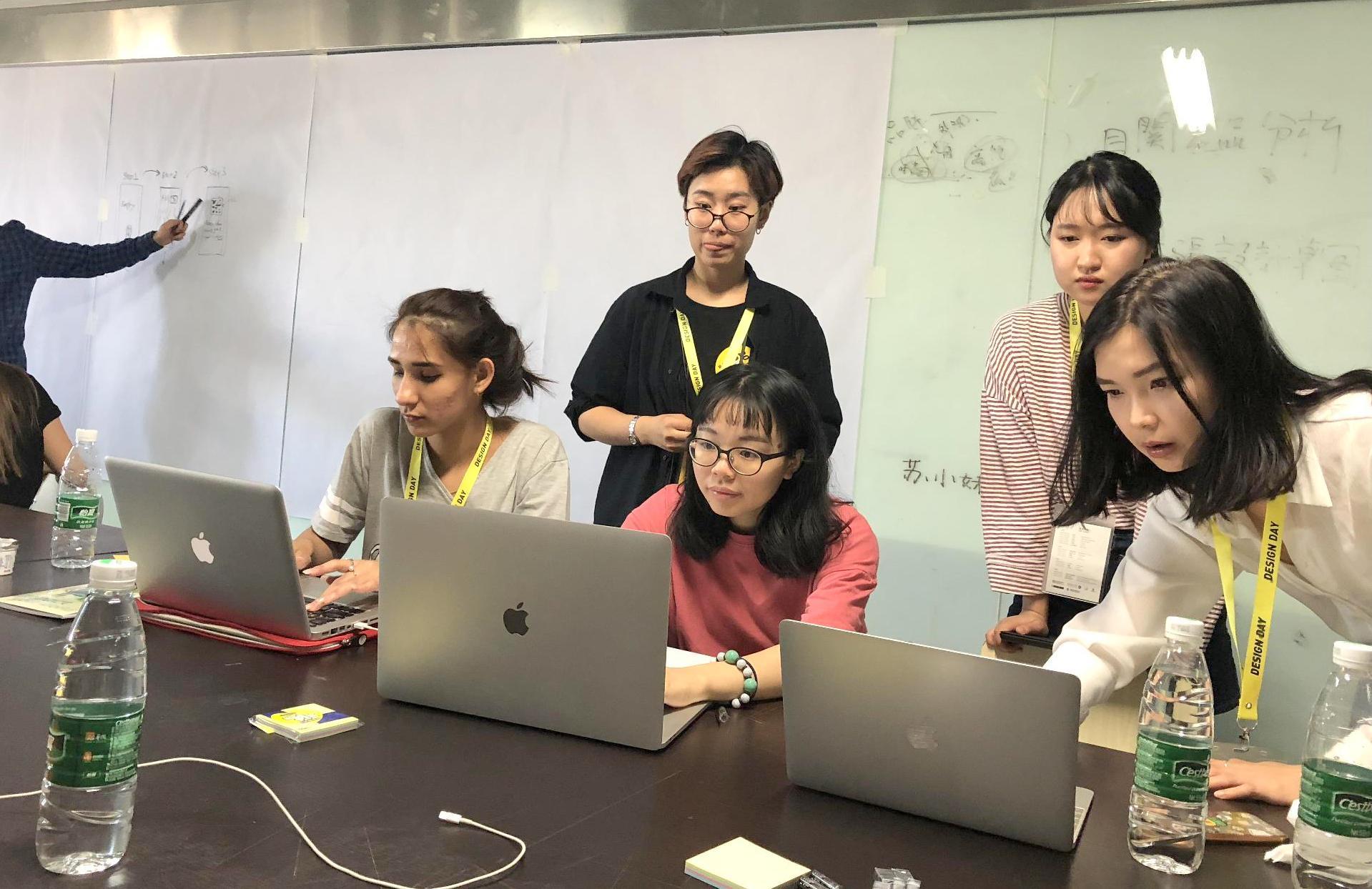 中原大學參賽學生9月底前往北京進行四天的馬拉松式討論、發表,完成一場精彩的腦力激盪競賽.jpg
