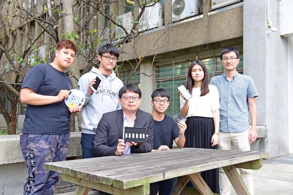 中原大學電子系師生發揮專業知識與能力,為台灣電子產業關鍵零組件自主而努力。(左三為陳世綸教授).jpg