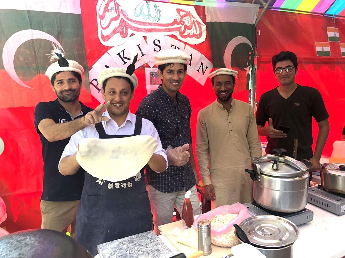 巴基斯坦特色甩餅在中原大學境外生文化週就享受得到.jpg