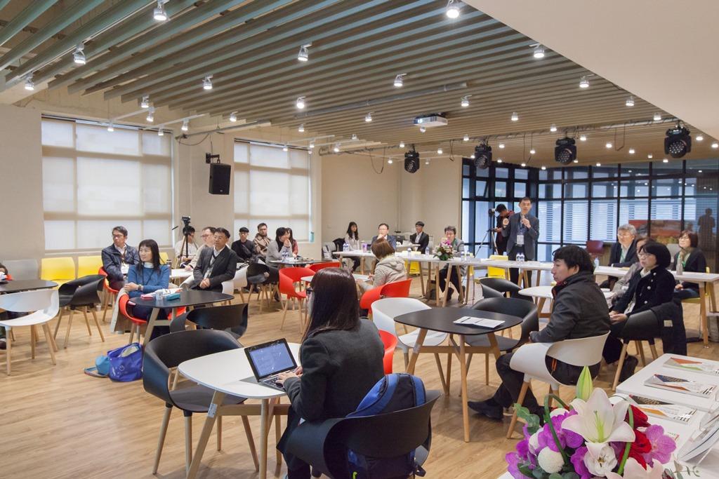 全國專業倫理教師座談於活動中心二樓多功能展演廳登場.jpg