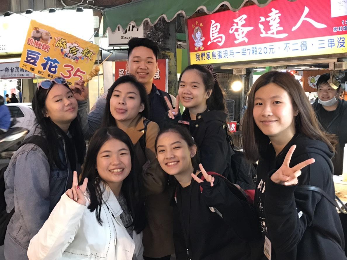 通稿照片-在中原大學的帶領下印尼青年們首次體驗台灣夜市文化.jpg