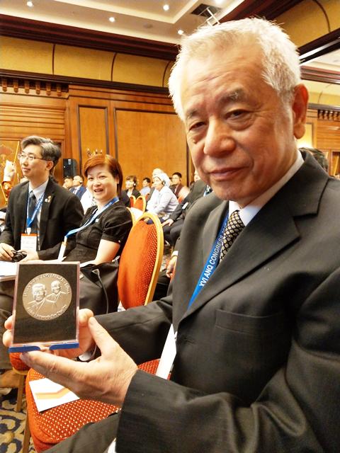 楊錦洲老師不僅讓中原的光被看見,也讓台灣的光被世界看見