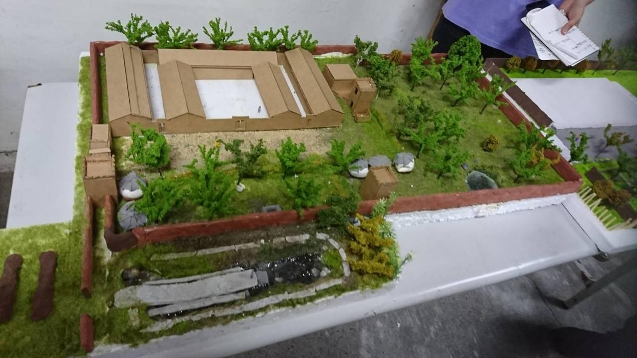 中原大學生埔鹽鄉協助社區營造,製作小模型。圖/吳素秋提供