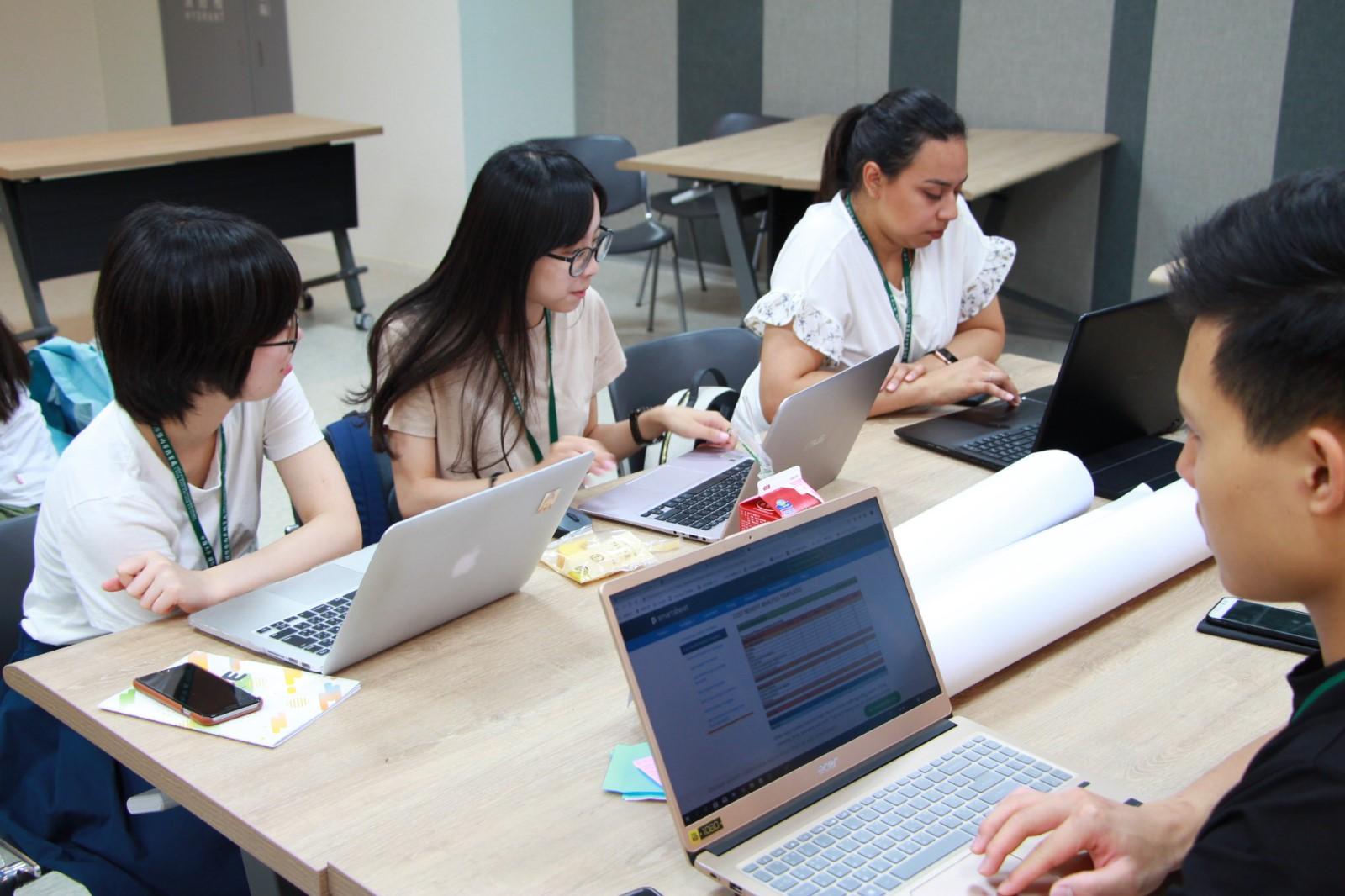 中原大學創業營,跨國學生團隊專注地合作發展創新項目.jpg