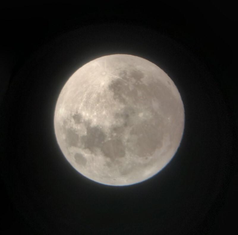 《活動後記》2019中原大學中秋賞月活動,透過望遠鏡看到的月亮又大又圓。.jpg