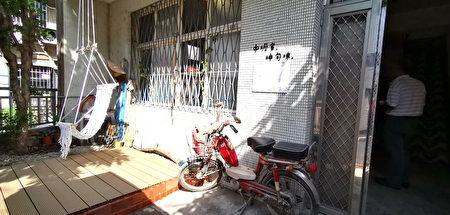 原是被雜亂植物包圍的火龍果屋,透過設計與實作,配合上印尼風格編織躺椅,讓空間拉近與人的距離。