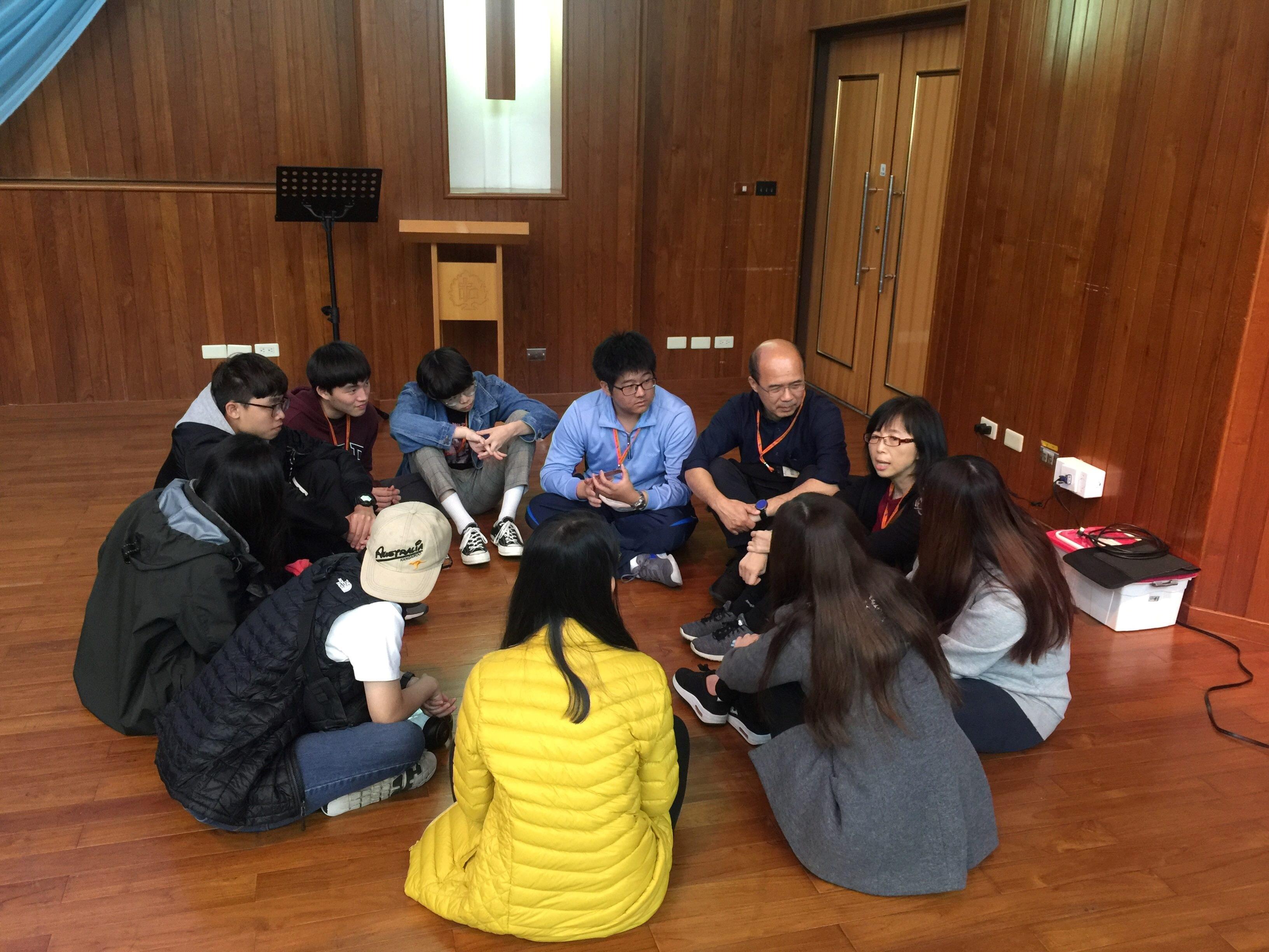 03_中原大學學生參加生命教育小組分享活動.jpg