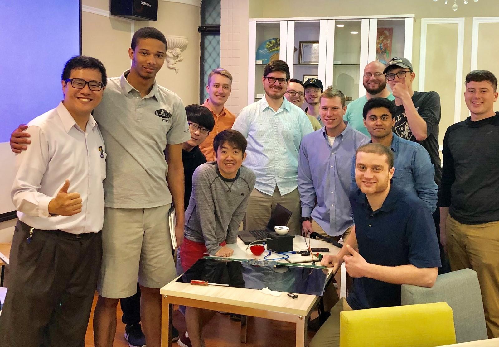 中原大學為鴻海培育國際人才,美國UWM大學交換生在中原大學進行跨國學習。.jpg