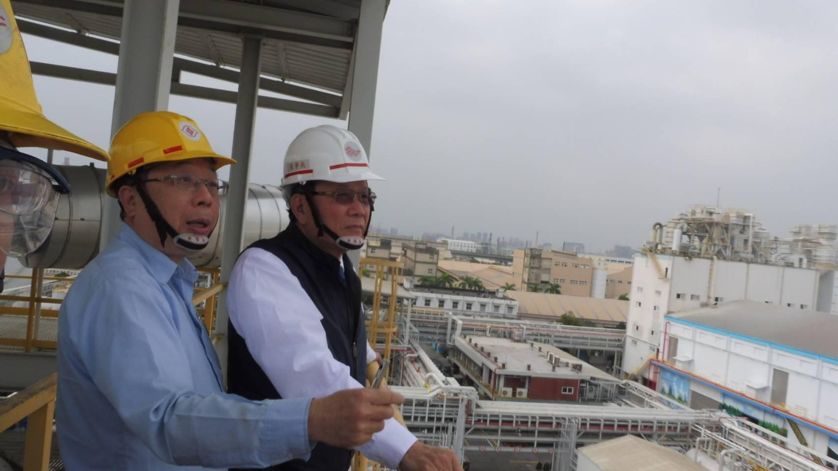 林健男學長(右)讓台塑企業在全球科技演變推進中,展現不一樣的格局與風貌。.jpg