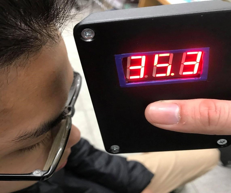 電子系學生發揮所學,自製額溫量測設備,提供學生社團使用。.jpg