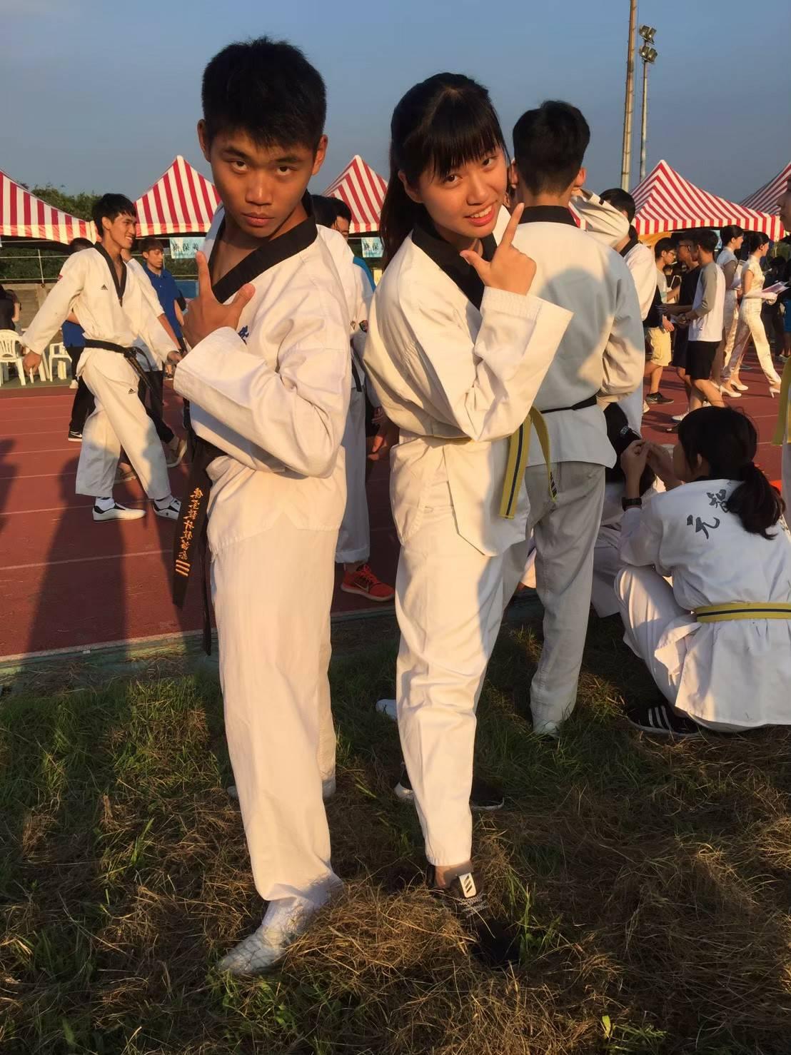 「全人標竿」陳宗毅(左)是跆拳道校隊選手.jpg