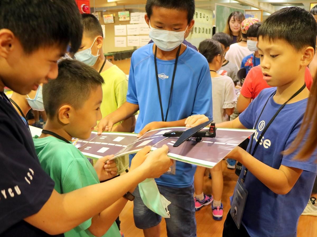 中原學生設計大地遊戲「黑貓偵察趣」,讓小學生在遊戲過程了解黑貓中隊的歷史.JPG
