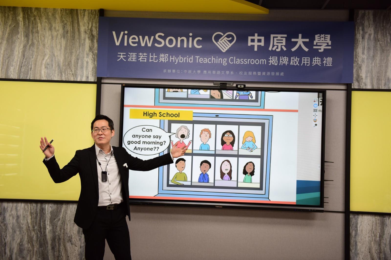 中原大學與ViewSonic合作建置Hybrid複合教學教室,應華系連育仁老師進行示範教學。.jpg