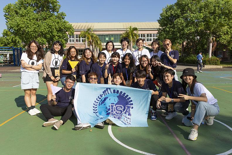 中原大學商管系、企管系、isa國際學生聯誼會,帶著使命感參與大海計畫的推動,大四畢業生在暑假期間仍協助進行二十幾場活動。 留下難忘的大學生活回憶。