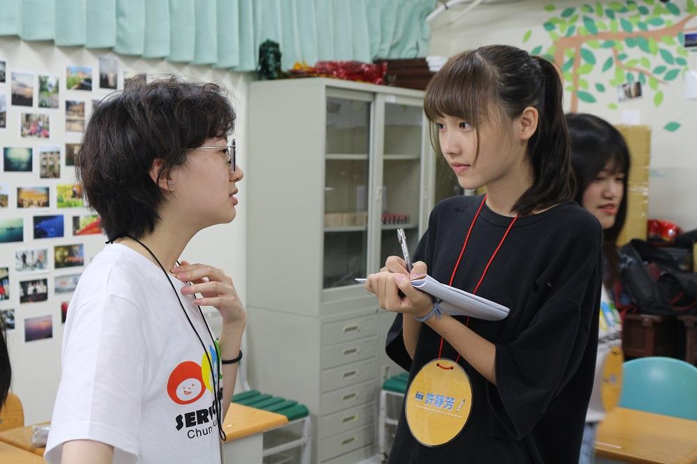 中原大學「服務學習V落客」志工團與馬祖高中學生分享採訪經驗.JPG
