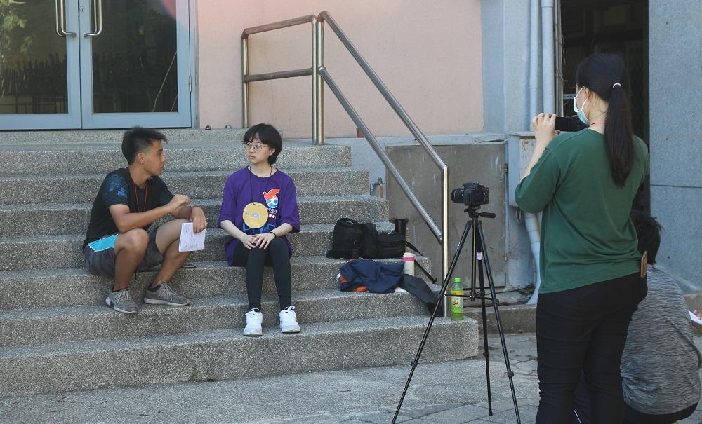 中原大學「服務學習V落客」志工團為馬祖高中學員進行影像記錄演練.JPG