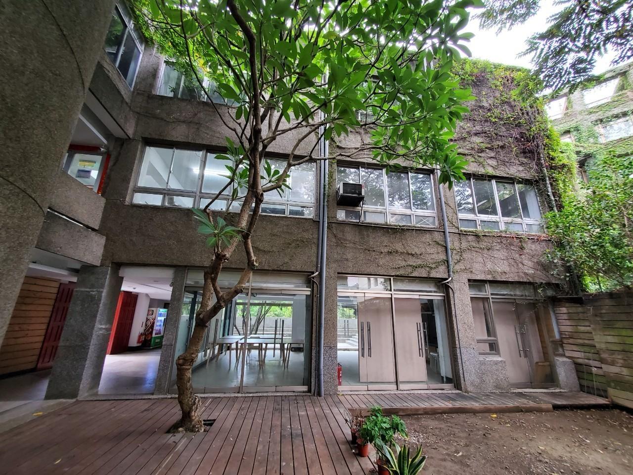 建築系館一樓雅砌教室與中庭空間.jpg