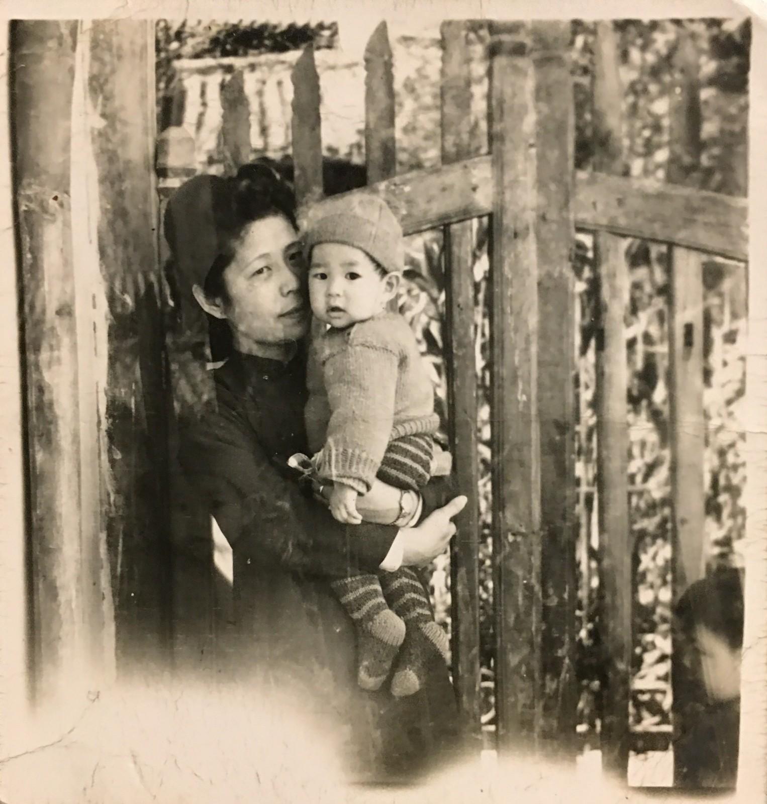 喻肇青老師和他的母親.jpg