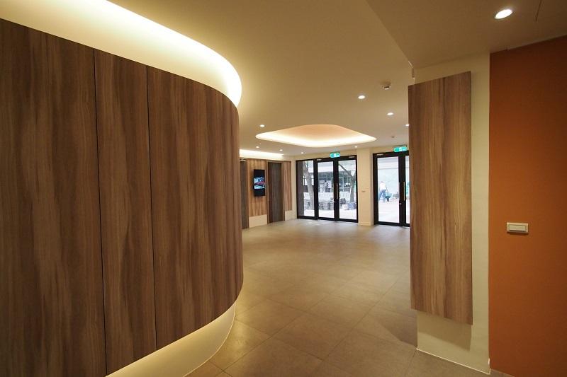 金榮商學講堂與俊能商資中心之間的玄關設計別具巧思.jpg