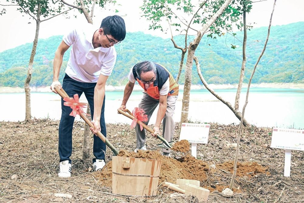 中原大學與林務局合作植樹造林活動,希望農業發展與生態環境取得更好的平衡.jpg