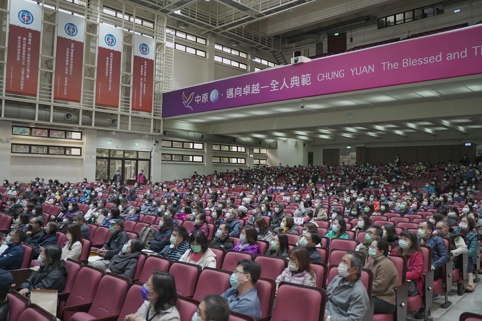 中原大學109學年度新生親師座談會,來自全台各地的新生家長熱情參與。.JPG