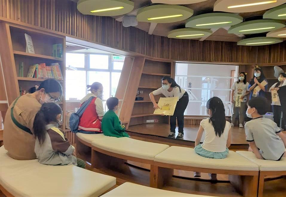陳正婷老師帶領的英文繪本故事服務學習課程.jpg