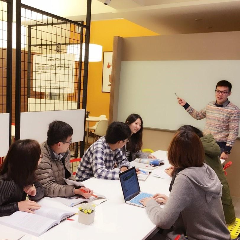 中原大學堅持給學生最好的教育品質,努力提供優質的學習及生活教育環境。.jpg