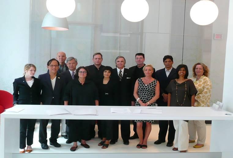 張光民學長2009年8月於加拿大蒙特婁與IDA簽署2016世界設計之都委辦合約(MOA)。.jpg