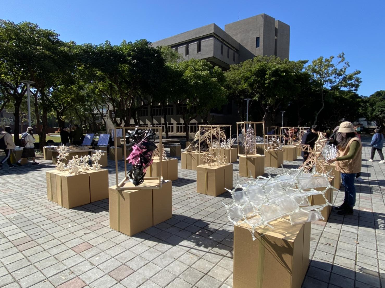 中原大學建築系大一新生於期末舉辦快閃展覽,吸睛不少關注目光.jpg