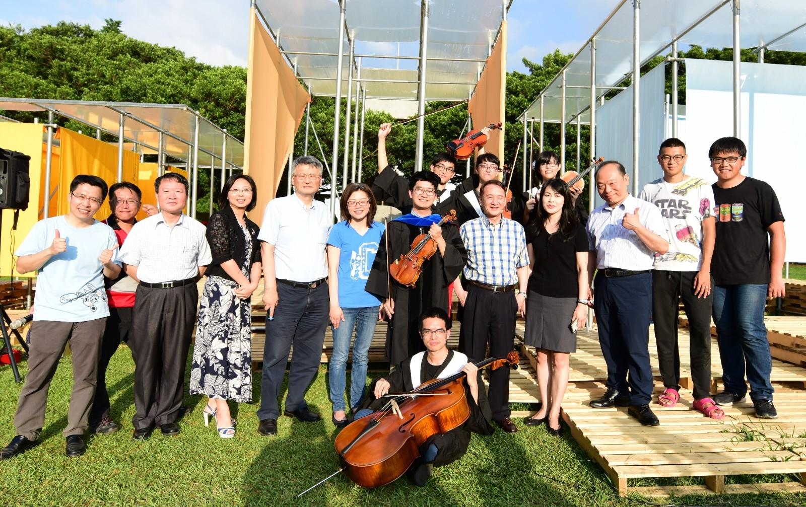 中原大學除定期舉辦小型音樂會,在重要節慶也會邀請藝術家到校演出,校園處處洋溢藝術氣息。.JPG
