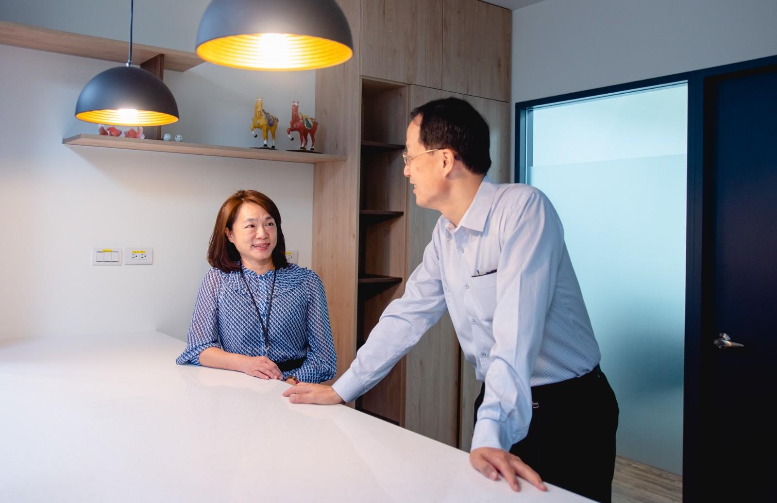 溫孟霓經理(左)深受擎昊科技的企業文化所影響.JPG