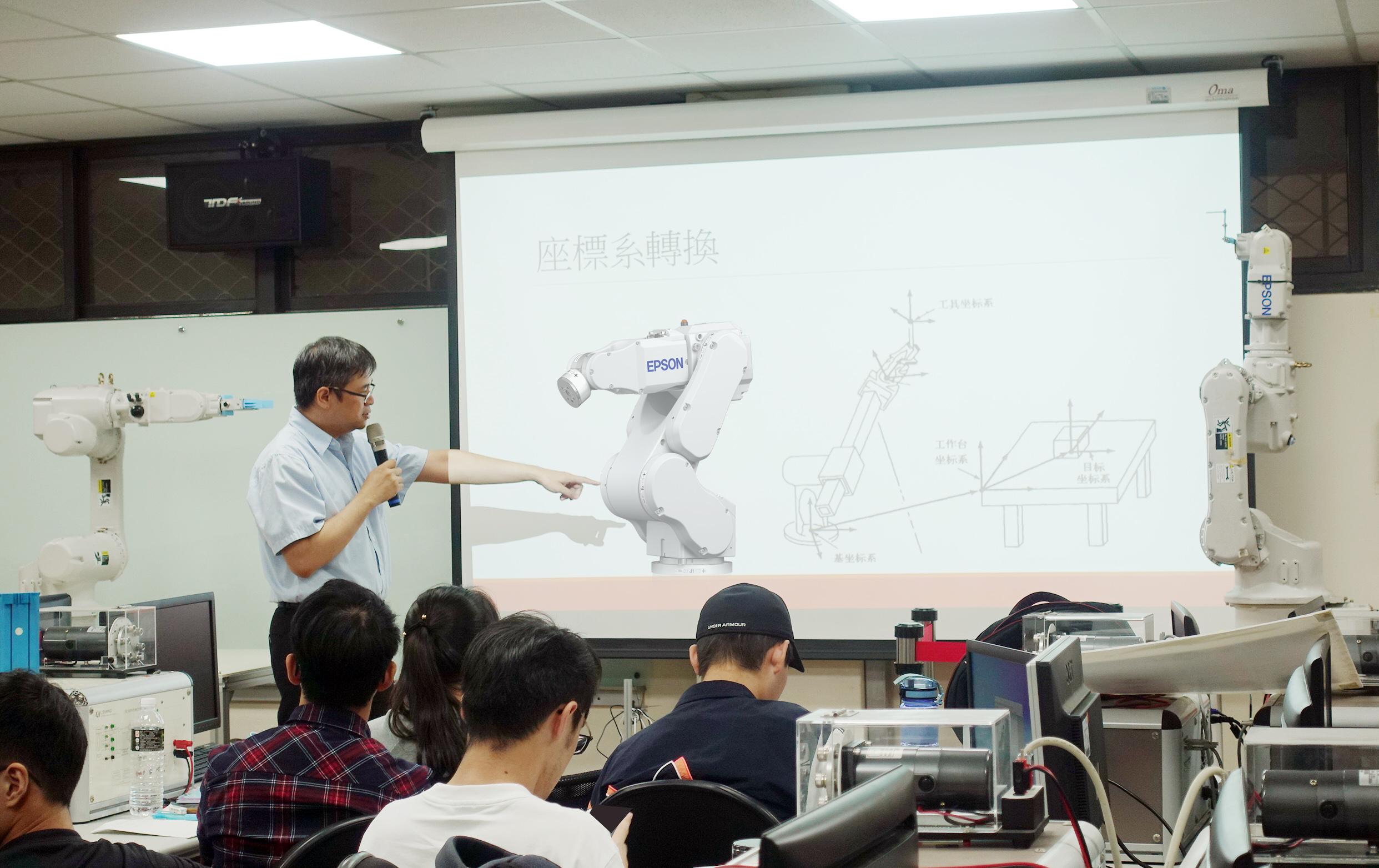 中原大學EPSON產學合作計畫由業師與校內老師工同指導專業課程.JPG