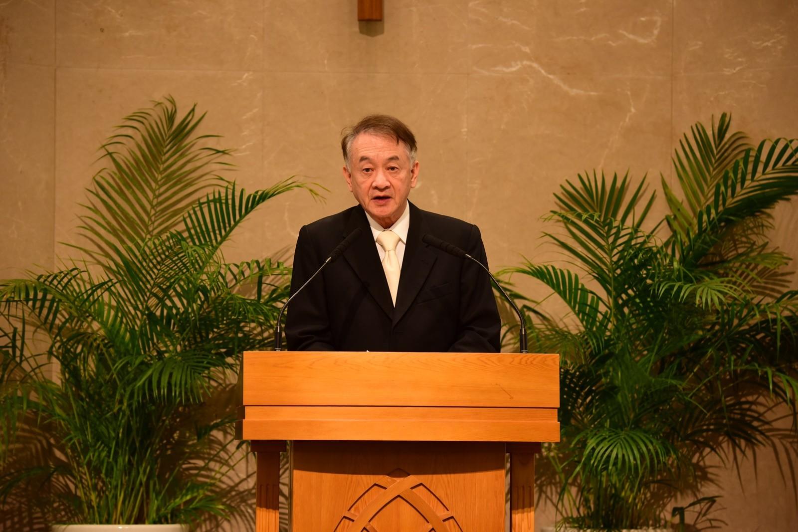 中原大學名譽校長張光正感謝白培英董事長對中原大學的諸多指導與貢獻,是學校發展最強有力的後盾。.JPG