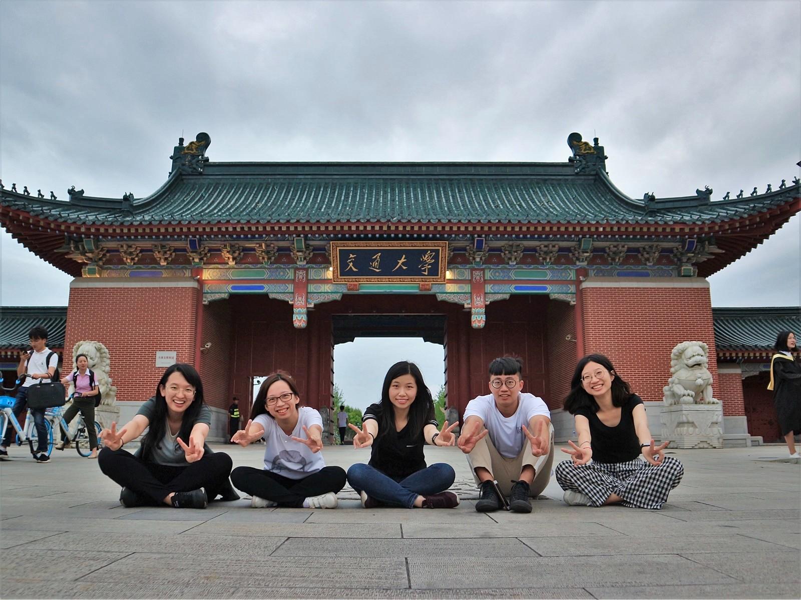 化工系曾立嫻同學(右一)跨出舒適圈,爭取赴上海交通大學交換,也看見自己更多的可能性。.jpg