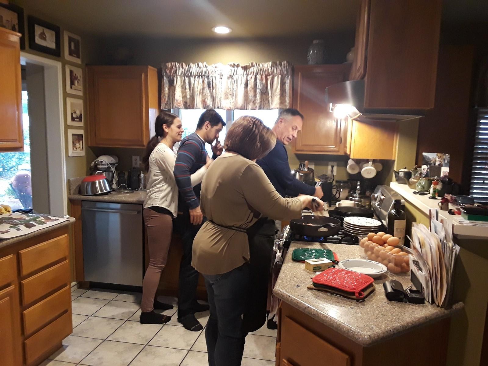 康克校牧經常想念與家人一起在廚房準備餐點及一起吃飯、親密的家庭關係與溫暖。.jpg